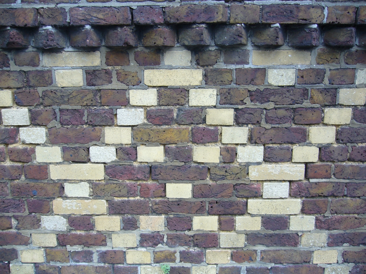 Inappropriate cement pointing on lime bedded bricks